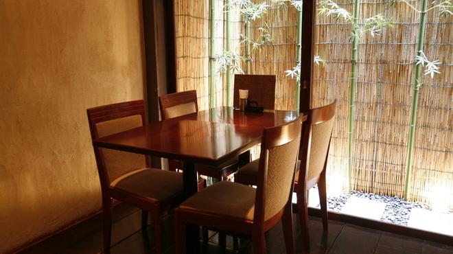 むく - 内観写真:箱庭の見えるテーブル席