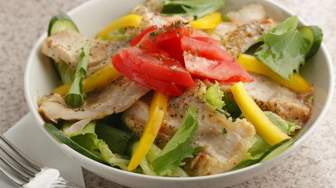 フラミンゴ - 料理写真:サラダ類はランチタイムにパンが付くのが嬉しい