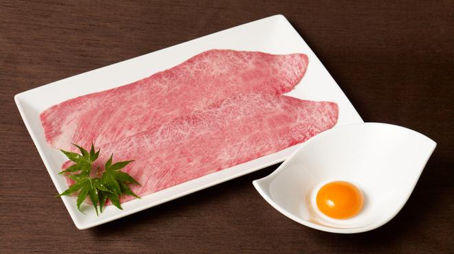 焼肉チャンピオン - 料理写真:大人気のざぶすき!軽く炙ったお肉と新鮮な卵、ごはんとのコラボレーションをお楽しみください。
