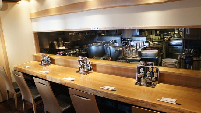江南 - 内観写真:オープンキッチンのカウンター席