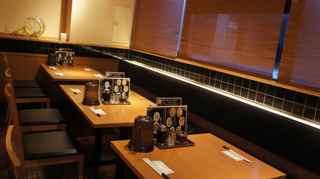 江南 - 内観写真:夜の営業は御予約席もご用意しております。