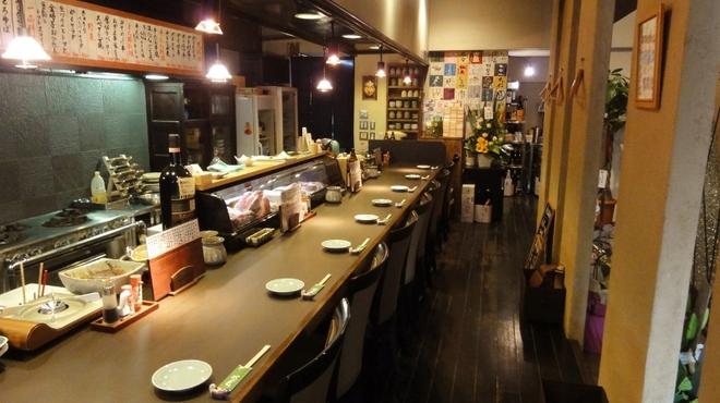 味彩山久 - 内観写真:お気に入りのお酒と料理でちょっと一杯。気軽に入れるお店
