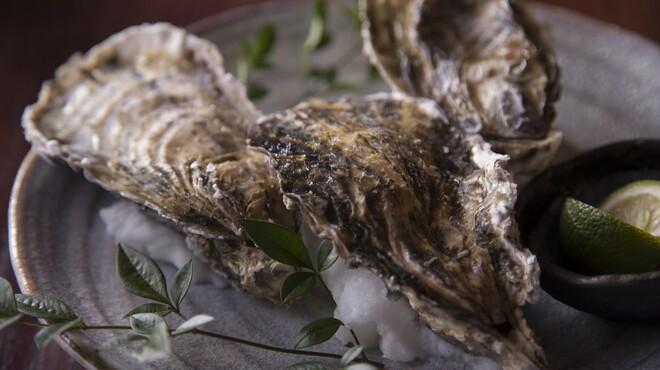旬鮮ダイニング 凛家 - 料理写真:新鮮で大粒の牡蠣を炭火焼でいかがですか?
