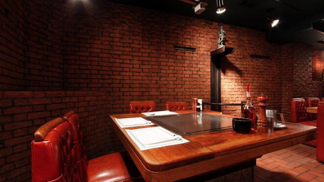 DANTE - 内観写真:お席の目の前、テーブルにてお焼きします。