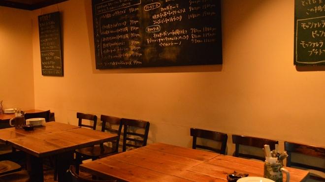 伊食酒房 穴 - 内観写真:◆木を基調とした、ゆったりできる隠れ家です♪