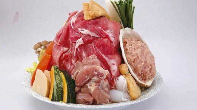 山賊鍋 - 料理写真:海の幸・山の幸・田の幸・畑の幸・野の幸、この五幸を特製スープで味付けした鍋は絶品!