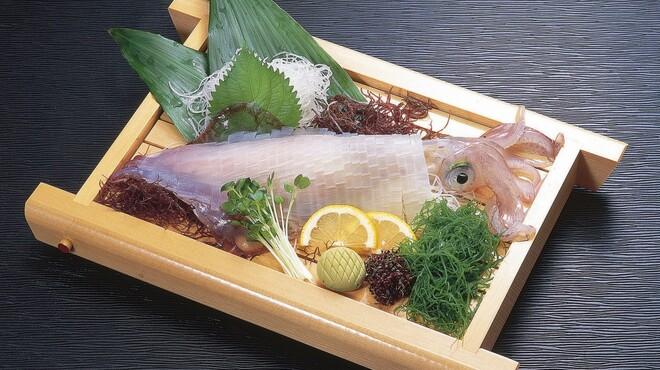 山賊鍋 - 料理写真:新鮮なイカの活造りもございます!