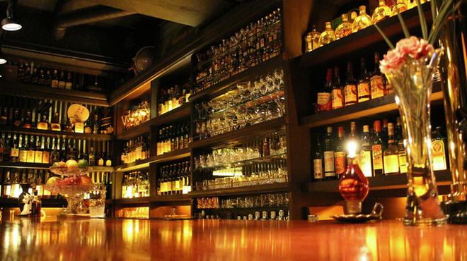 ノスタルジア - 内観写真:ウヰスキーやジン、ウォッカなどお好きなお酒をお楽しみ下さい。