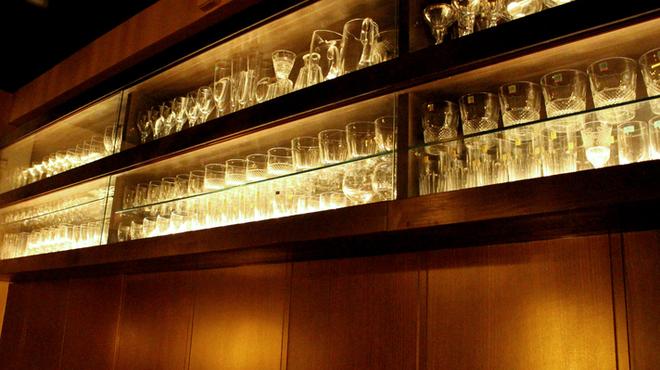 ノスタルジア - 内観写真:こだわりのグラス。お酒に合ったグラスで頂くとさらに美味しくなりますよ。