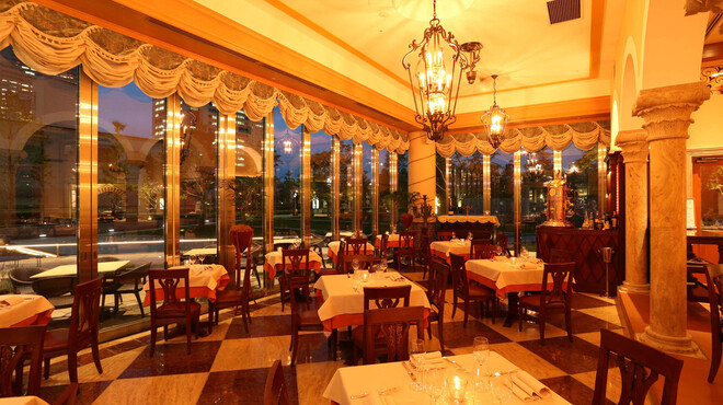 レオーネ・マルチアーノ - 内観写真:ディナー時は雰囲気もガラッと変わります。