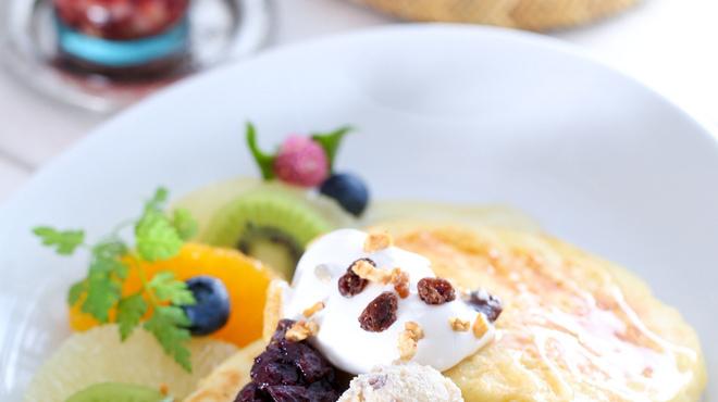 アインソフ ソア - 料理写真:卵も牛乳も使っていないのにふわふわコクあるフルーツたっぷりパンケーキ!