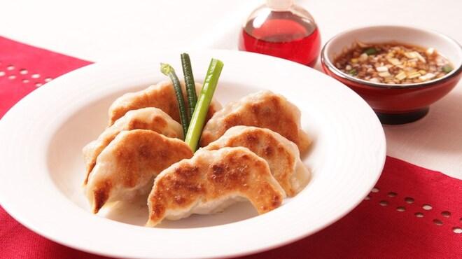 四川菜麺 紅麹屋 - 料理写真:紅麹屋特製餃子