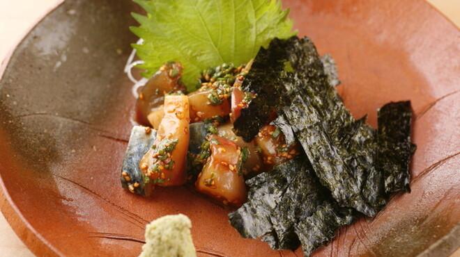 飯家(はんや)くーた - 料理写真:当店のNO.1!生の真鯖を特製ゴマ醤油で和えています☆