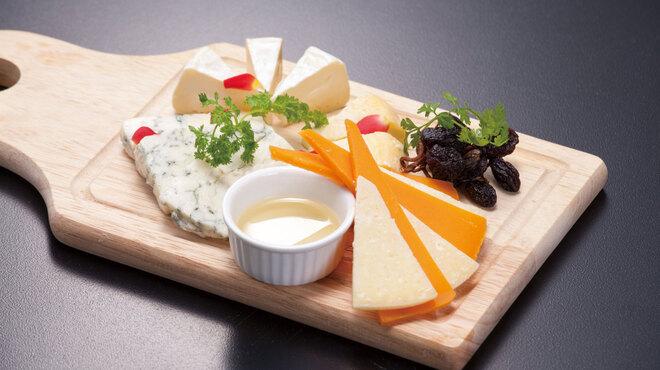 ぷらっトリア - 料理写真:チーズの盛り合わせ