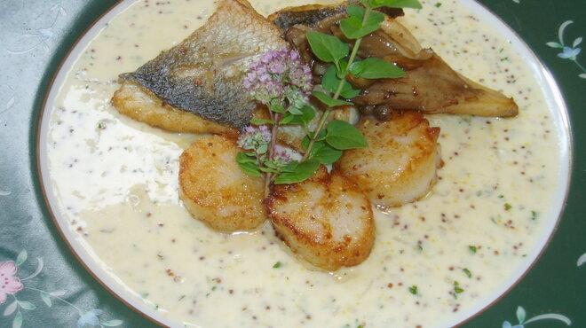 チムニーギオット - 料理写真:白身魚と貝柱のポワレ