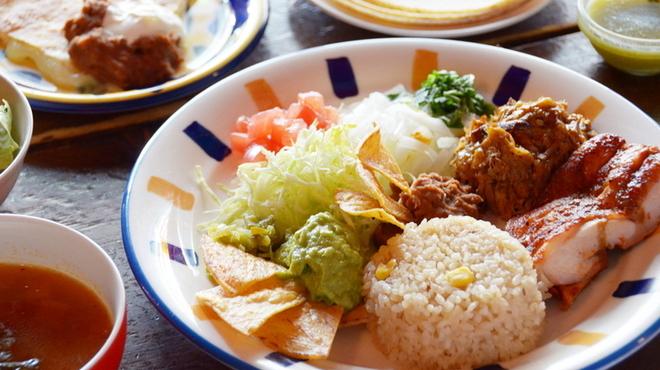エルパンチョ - 料理写真:メキシカンランチB。チキン、ポーク、タコスに加え、ケサディーやピラフ等ボリュームたっぷり!1560円(メキシカンランチA 960円)