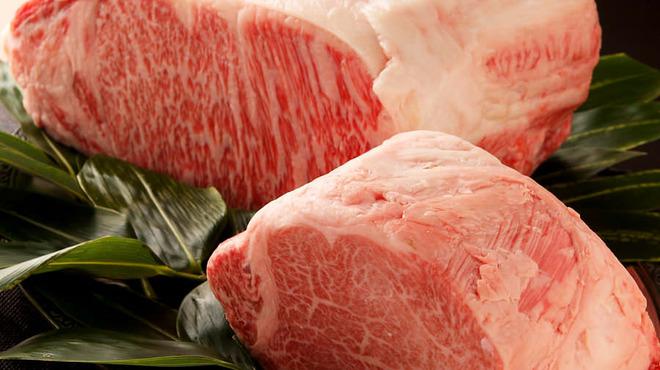 パンドラ - 料理写真:最上霜降黒毛和牛のステーキ  『新宿うまいもの会』推薦。本当にうまいもの、素材の味にこだわっています。仕入れる牛肉は、その時期や日によって最良のものを選んでおります。最上霜降黒毛和牛と専門料理人が焼く最高級鉄板焼き・ステーキをリーズナブルにお楽しみいただけます。形式張らすに、くつろいでその味をお楽しみ下さい。