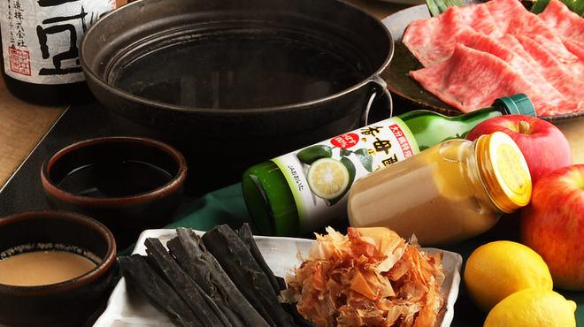 パンドラ - 料理写真:北海道産日高昆布、こだわりの酒とみりんでとった出汁。 当店オリジナルのしゃぶしゃぶのたれ。 1ヶ月半かけて作りました。お肉との相性を考えて、隠し味で辛味を加えたこだわりののタレです。