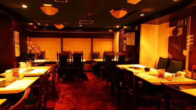 パンドラ - 内観写真:しゃぶしゃぶ テーブル席 落ち着いたレトロな雰囲気の中、お食事をお楽しみ頂けます。