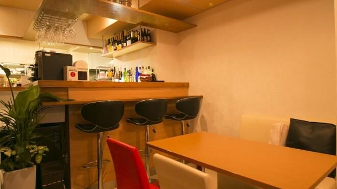 みんなのイタリアン - 内観写真:カウンターやソファのお席も選べます♪