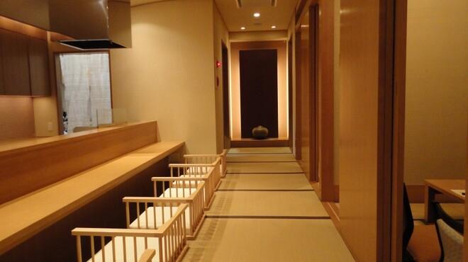 山乃薫 - 内観写真:どこか懐かしさを感じる純和風な店内