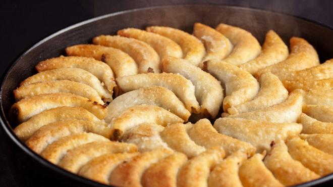もり家 - 料理写真:博多鉄なべ餃子 一人前8個