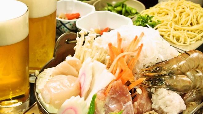 相撲料理 志可゛ - 料理写真:旨いだけではない…海幸・山幸をふんだんに盛り込みとってもヘルシ-。創業40年来塩味一本にこだわり素材の風味が生きたソップ炊き。自慢のちゃんこ鍋です。