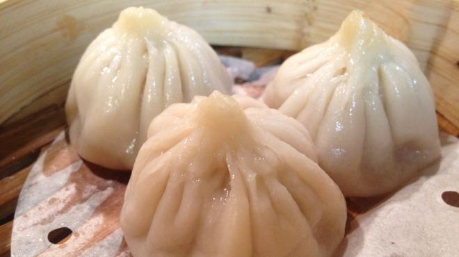 名家 華中華 - 料理写真:一口サイズの本格点心。口中に旨味のあるスープが広がります。