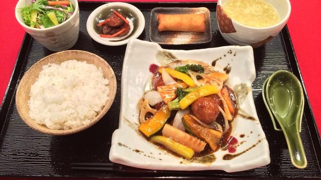 華や - 料理写真:お昼のお手軽「日替わりランチセット」
