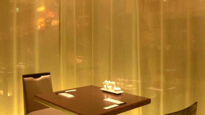 名家 華中華 - 内観写真:VIP個室が満席でも半個室のお席が多数あります☆