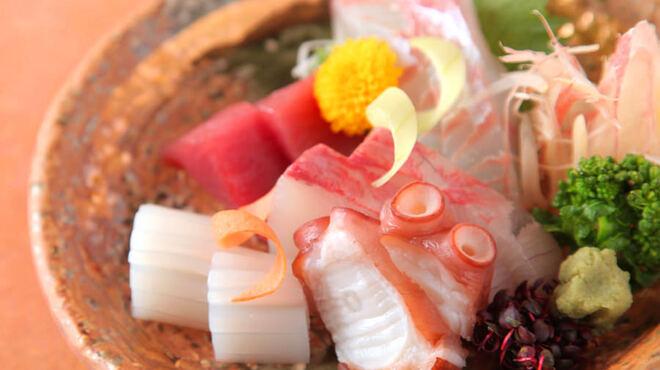 味峯 - 料理写真:  鮮魚と沖縄を満喫!  沖縄に行った気分♪仕入れによって、新鮮な魚介類を取り揃えています。思わずにんまりしちゃう美味しさ!