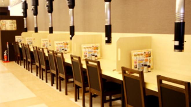 焼肉番長 - 内観写真:カウンター席も好評です!お一人さまでも大歓迎!