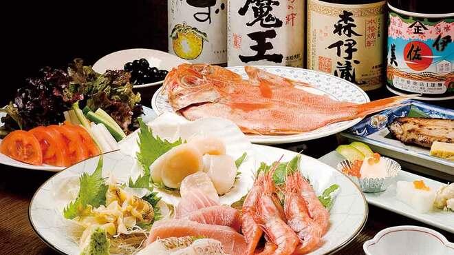 八千代 - 料理写真:焼き魚やお刺身は絶品。