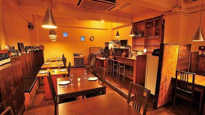 Ristoro Cocteau's - 内観写真:落ち着いた雰囲気の店内は、デートに最適です