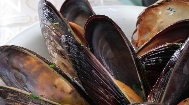ピアノピアーノ - 料理写真:シェフ自ら足を運んで市場から仕入れる新鮮な魚介類は、季節感溢れる日替わりメニューに登場。