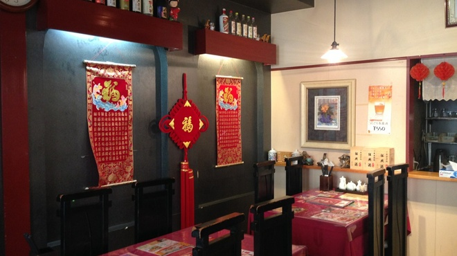 広東飯店 美香園 - 内観写真:本場中国を思わせる内装。