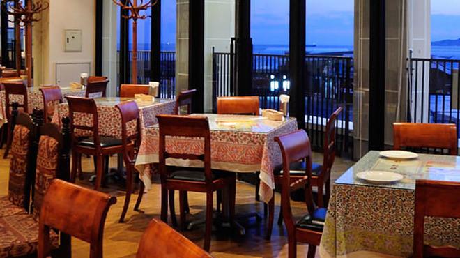 インドレストランゲイロード - 内観写真: テーブル半個室あり(10名~20名様用)