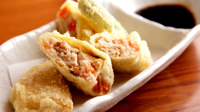 露地もん - 料理写真:自家製おからでつくるヘルシーな一品『おからの湯葉巻き天ぷら』おからというヘルシーな食材ながら、ウスターソースでいただく天ぷらは、ボリュームも感じられる一品。