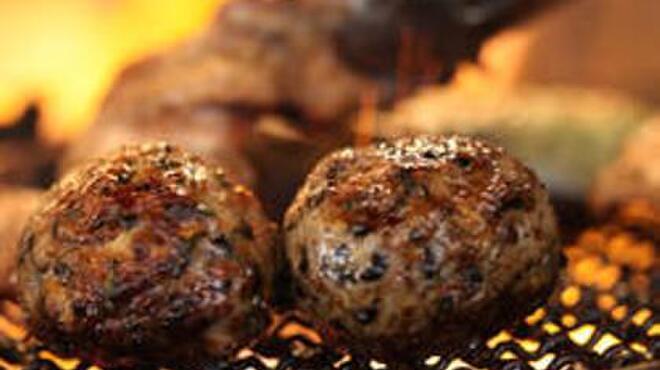 銀ゼロ - 料理写真:備長炭で焼き上げる『つくね』 魚・野菜も炭で焼くと絶品です