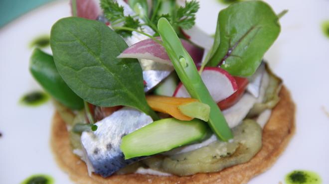 レストラン花の館 パラディ北野 - 料理写真:アンチョビと茄子のタルト