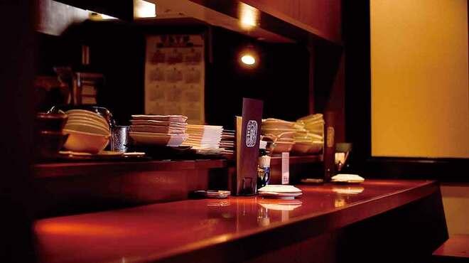 舶来屋黒船 - 内観写真:カウンター席でも召し上がって頂けます。
