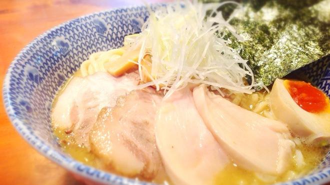 RYOMA本店 - 料理写真:チャーシューと鶏肉がトッピング!