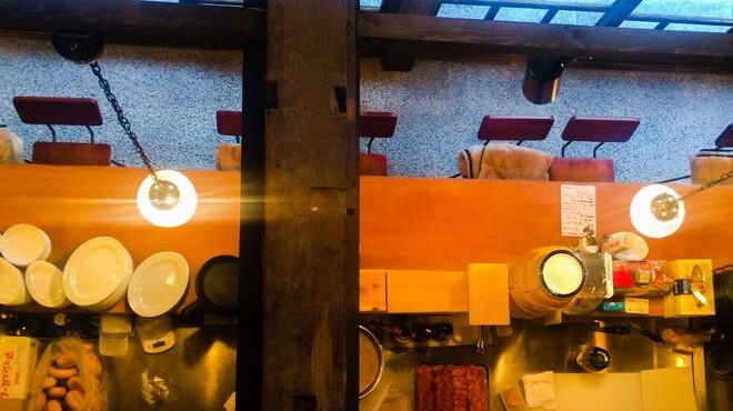 森のブッチャーズ - 内観写真:1階~2階は吹き抜けに。解放感あり!