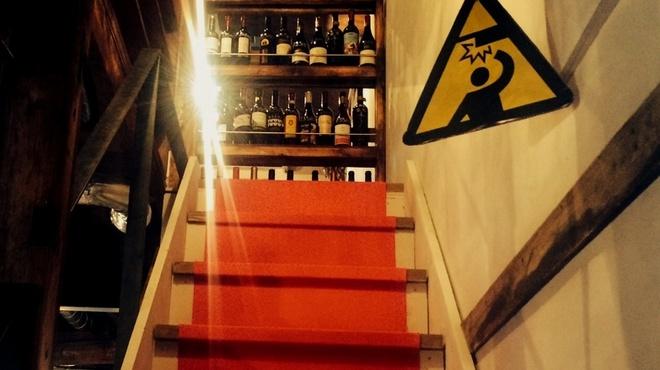 森のブッチャーズ - 内観写真:お座敷に上がる階段。お靴を脱いでおあがりください。