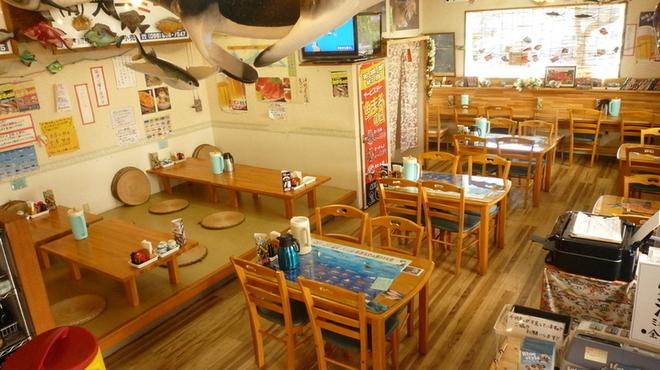 魚屋直営食堂 魚まる - メイン写真: