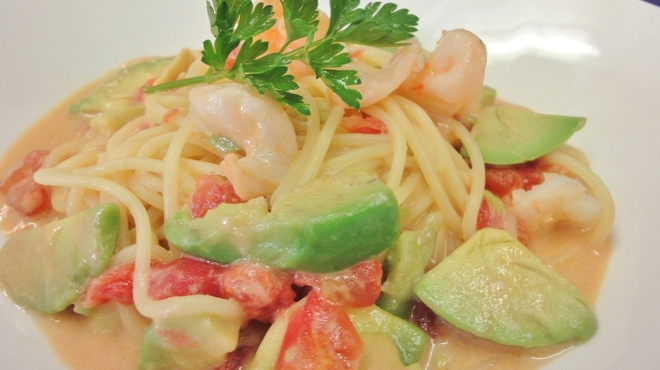 プティ キャナル - 料理写真:えびとアボガドのトマトクリームソース