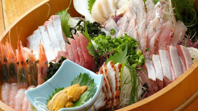 魚寅本店 - メイン写真: