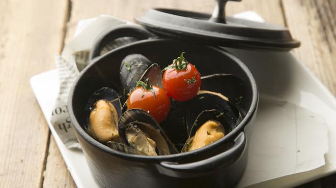 炭火イタリアンAzzurro520+カフェ - 料理写真:ムール貝の白ワイン蒸し。 ムール貝です。ルーム貝じゃありません!よく間違えますよね。白ワインを飲まれているあなた!!ご注文お待ちしております。