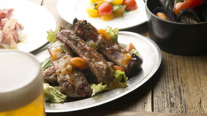炭火イタリアンAzzurro520+カフェ - 料理写真:スペアリブの炭炙り マーマレードソース。 一度食べたらやみつきになります!!骨のまわりのお肉は旨いんです!!