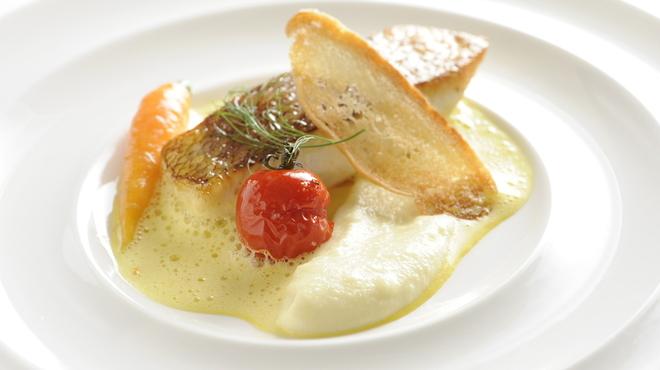 ピアッティ カステリーナ - 料理写真:天然スズキのポワレ 泡のソース